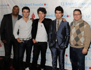Johnny Wright (Left) with the Jonas Brothers